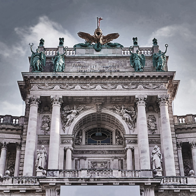 <p>IMPERIAL PALACE<br /> VIENNA</p>